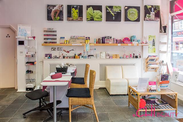 Chi beauty salon manicure area